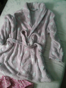 1X plush pink dressing gown and pj's