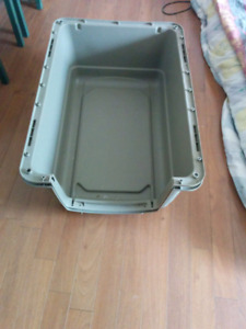 Dog kennel / pet carrier