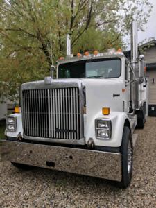 1997 International 9300 Gravel Truck