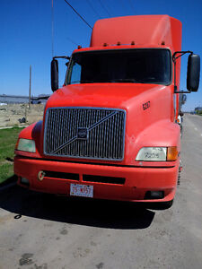 VOLVO T/A TRUCK TRACTOR FOR SALE