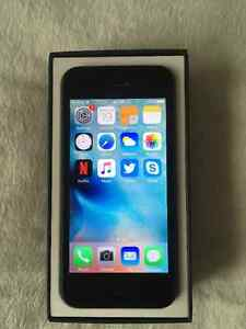16GB iPhone 5 (Fido) - Excellent condition