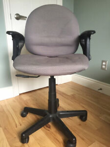Swivel adjustable computer chair