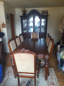 Signature Ashley Lg.Dining Table&Hutch MUST SEE MINT