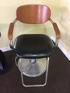 Used Hydraulic Styling Chair