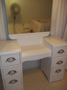 Coiffeuse et commode