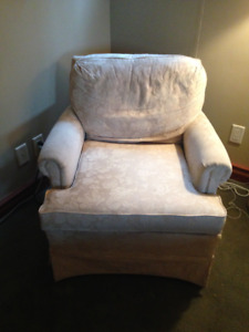 **PRICED REDUCED** Comfy armchair