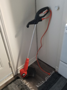 Black & Decker Weed eater with extra spool and extra wire