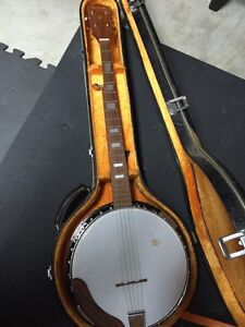 Bently 5 String Banjo with hard shell case