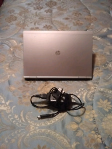 HP laptop in excellent condition (8GB RAM, INTEL i5, SSD)