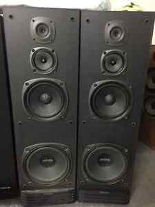 Vintage kenwood tower speakers. Bi ampable Strathcona County Edmonton Area image 1