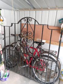 Drive way gates wroungt leon for sale
