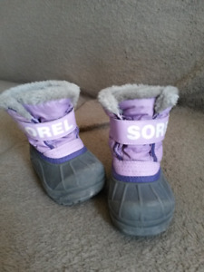 Little girl size 6 snow boots