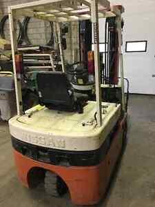 Nissan Electric Forklift 3 Stage Mast - Side Shift N01L18U Windsor Region Ontario image 3