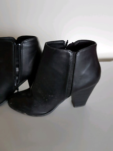 Size 10 black shorty boots