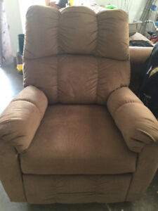 Couch/Two reclining chairs