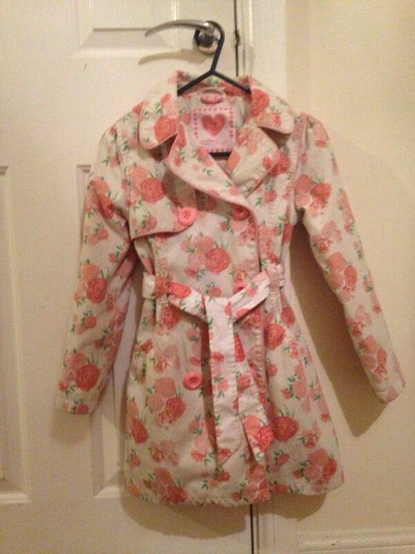Girls pretty coat £2
