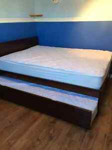 Lit double avec lit gigogne simple/ Double size bed with trundle