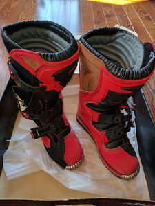 Youth Dirt Bike boot size 3 Thor Red