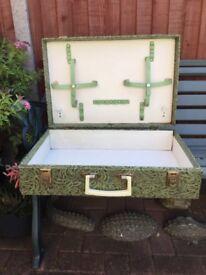 Vintage 1950s picnic case, storage
