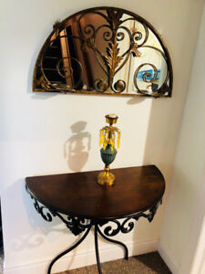 DECORATIVE ENTRANCE MIRROR AND TABLE