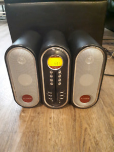 Powerful old fashion looking stereo with CD player and radio