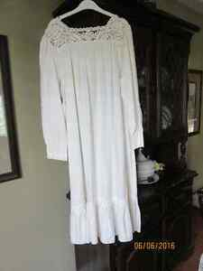 Antique looking women's nightgown with lace tatting Kitchener / Waterloo Kitchener Area image 2