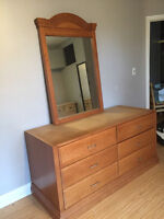 Dresser Plus Mirror Wood Color 6 drawers Very Good Condition