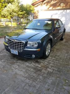 2008 Chrysler 300C HEMI rwd 40,000km