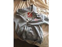 Superdry hoodie medium