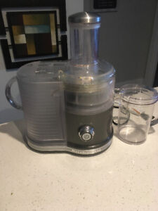 Kitchen Aid Easy Clean Juicer for sale. Excellent condition.