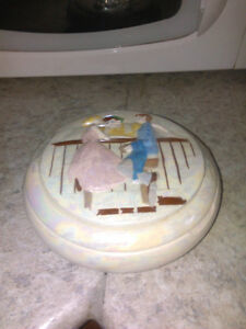 Mother of pearl collectors dish with lid