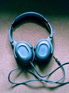 HEADRUSH noise cancelling headphones 80$ obo
