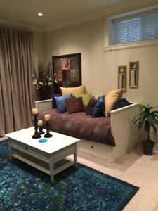 Beautiful Fully Furnished Suite Available (Kits/Arbutus)