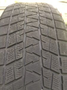 235/65/18 Bridgestone Blizzak winter tires  DM-V1