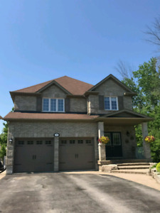 House for Sale in **KESWICK/GEORGINA** 5 Bd, 4Bth. 2334 Sq Ft