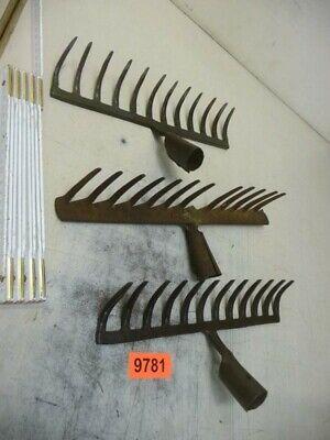 9781. 3 Stück altes Garten Werkzeug Rechen old garden tool