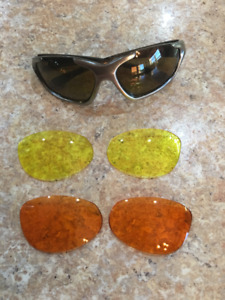 SMITH SUNGLASSES WITH 3 interchangeable coloured lens