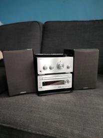 Mini hi-fi system