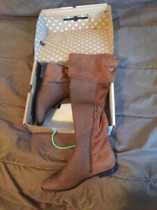LIKE NEW CALL IT SPRING KNEE HIGH FLAT BOOTS 8.5