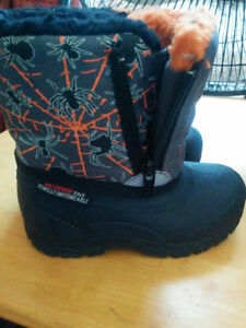 Boys boots size 6
