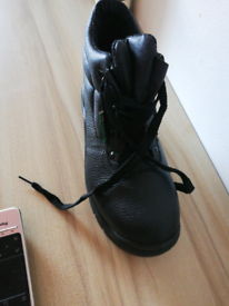 I will sell work shoes