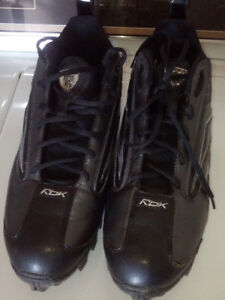 Size 12 football/soccer cleit