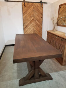 Stunning Dining Table - SHOWROOM SALE