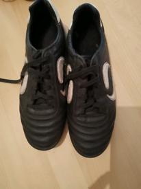Boys Sondico UK size 7 Trainers indoor or outdoor