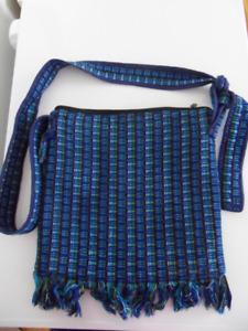 Sacoche bleue artisanale * Guatemala * Handcraft blue purse 8$