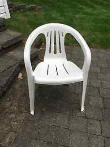 Chaise plastique blanche