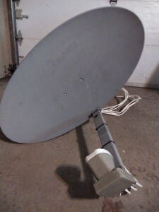 Shaw satellite dish and receivers. Antenne Shaw avec décodeurs