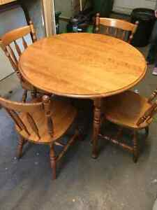 Dining table and 4 chairs Kitchener / Waterloo Kitchener Area image 1