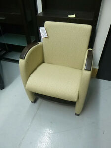 # 26 fauteuil neuf