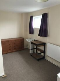 Single occupancy room in shared house Basingstoke